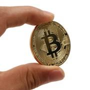 Сувенирная монета Bitcoin фото