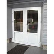 Дверь из ПВХ фото