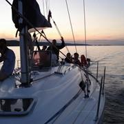 Прогулка на яхте по Днепру. Яхтинг в Киеве. Аренда парусной яхты. фото
