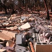 Вывоз строительного мусора, грунта.Слом ветхих построек фото