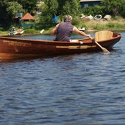 Лодка деревянная гребная (весельная) фото