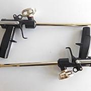 Пистолет для монтажной пены с черной ручкой фото