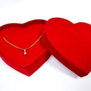 Эксклюзивная бархатная коробка в форме сердца для ювелирных изделий ручной работы фото