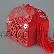 Бонбоньерка с вырубкой цветы красная 7х7х7,5см 570793 фото