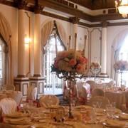 Оформление цветами банкетного зала фото