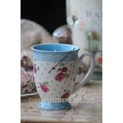 Кружка голубая в цветочки фарфоровая фото