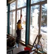Мытье окон, витрин, вывесок, фасадов фото