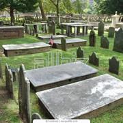 Памятники (из натурального камня и бетонные в ассортименте), изготовление, установка, обкладка плиткой фото