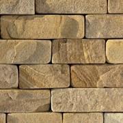 Облицовочный кирпич из камня песчаника, галтованный (окатаные углы), толщ. 2-3 см фото
