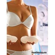 Увеличение грудиБольшинство представительниц прекрасной половины человечества мечтают об идеальной форме груди. Достижения современной пластической хирургии позволяют воплотить эту мечту в жизнь. Чаще всего проводятся операции по увеличению груди, то есть фото
