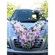 Прокат украшений на свадебные машины, украшения из живых цветов на стол гостей и молодоженов, оформление зала. фото