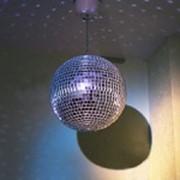 Зеркальный шар с мотором фото