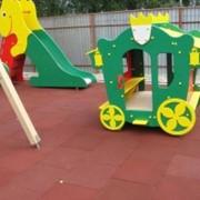 Устройство покрытий для детских игровых площадок фото
