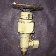 Клапан запорный штуцерный угловой с кронштейном для крепления 521-03.146-1 фото