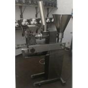 Формувальна машина для виготовлення вареників. фото