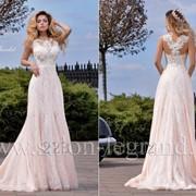 Стильное свадебное платье цвета пудры фото