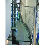 Стеклянные ступени лестницы фото