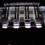 Монтаж светодиодной подсветки зданий и рекламных конструкций фото