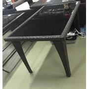 Стол из искусственного ротанга с черным стеклом фото
