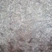 Атлас с нашивными розами фото