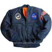 Зимняя куртка синего цвета с нашивкой фото