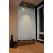 Водопады по стеклу — элемент для декора интерьера. фото