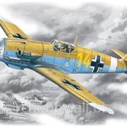 Модель ICM 1/48 Мессершмитт BF 109F-4Z/Trop фото