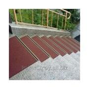 Нанесение покрытий резиновых для лестниц фото