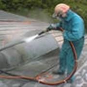 Гидроструйная обработка потоком воды с различным давлением фото