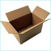 Обычная картонная коробка фото