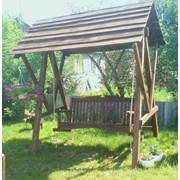 Деревянная садовая качеля фото