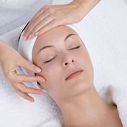 Испанский массаж по лицу. Испанским массажем достигается улучшение тонуса, повышение упругости кожи, уменьшение отеков и отчасти снятие стресса фото