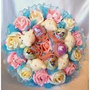 Букеты из шоколадных яиц и игрушек в подарок на праздник любимым, девушке, маме, сестре фото