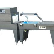 Полуавтоматическая машина для упаковки продукции в термоусадочную пленку FQL-450A. Тоннельного типа. Состоит из L-образного ножа-запайщика и термотоннели. Каждая часть имеет конвейер с регулировкой скорости. фото