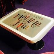 Стильный интерьерный столик из стекла фото