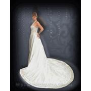 Шикарное свадебное платье с раскошным шлейфом и вышивкой фото