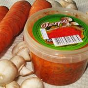 Шампиньоны, маринованные с морковью фасованные, Украина, купить, цена.Товар от производителя оптом.