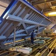Опрокидывающий формовочный стол с подъемным приспособлением для ЖБИ фото