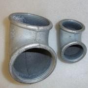 Угольник чугунный оцинкованный Ду15 фото