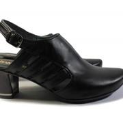 Женские кожаные туфли на невысоком каблуке фото