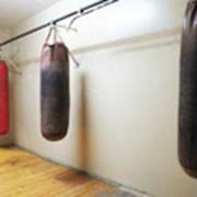 Зал с боксерскими мешками фото