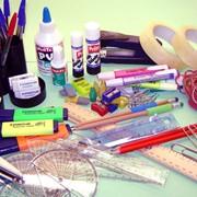 Маркеры, ручки, ножницы, папки для бумаг, тетради, ценники и чековая лента. фото