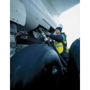 Заправка топливом самолетов фото