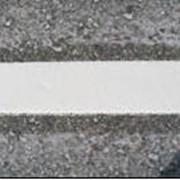 Гладкое сплошное нанесение разметки дорог фото