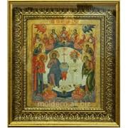 Иконы в багетной рамке золотистого цвета фото