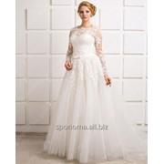 Шикарное свадебное платье с длинным рукавом из расшитого кружева фото