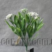 Ветка декоративная 33 см с белым цветом 6127 фото