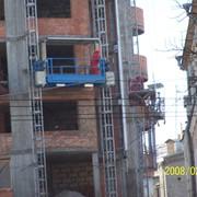 Подъемники мачтовые строительные, предназначенны для подъема людей и грузов общим весом до 2500 кг на высоту до 300 метров, со скоростью подъема 24м/мин. фото