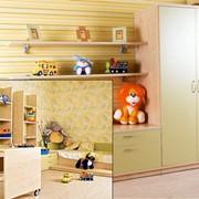 Мебель для детской комнаты, шкаф, полочки, стол фото