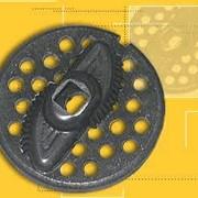 Комплект запасных частей МББ - 099-01 для использования в мясорубке бытовой состоит из решётки для мелкого фарша и ножа. фото